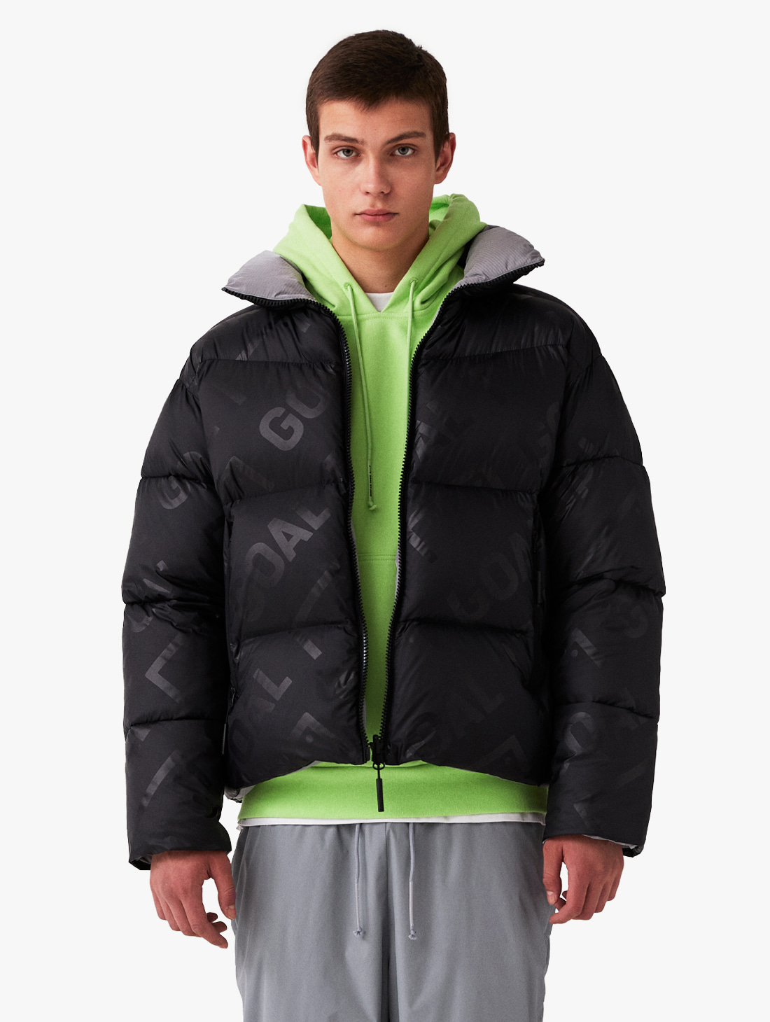 REVERSIBLE GOOSE SHORT DOWN JACKET - BLACK