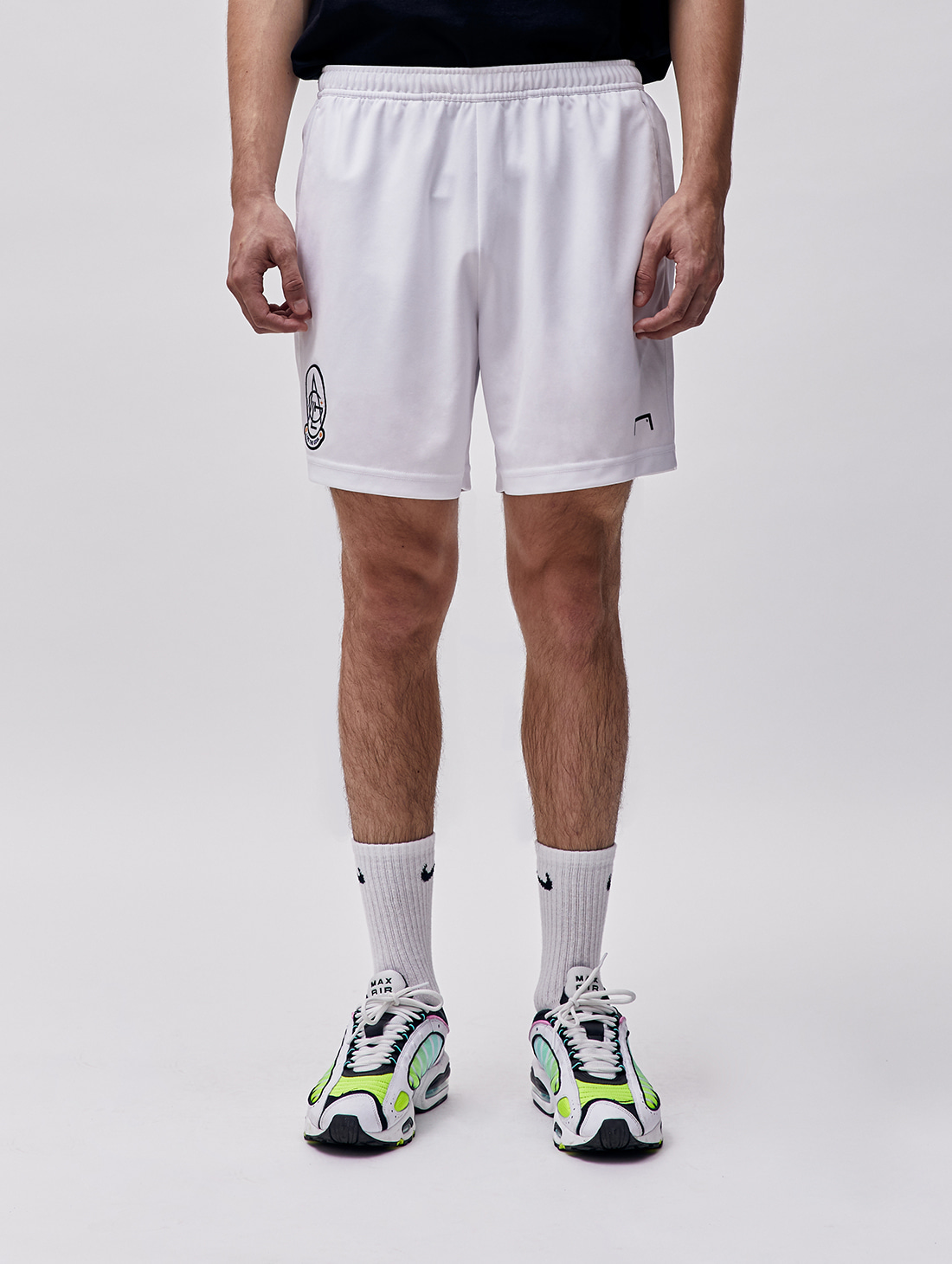 PLAYER EMBLEM SHORTS - WHITE